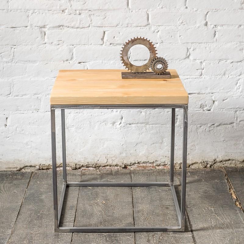 PINUS RAW 50 cm Stolik kawowy kwadratowy w stylu industrialnym surowy metal i naturalne drewno
